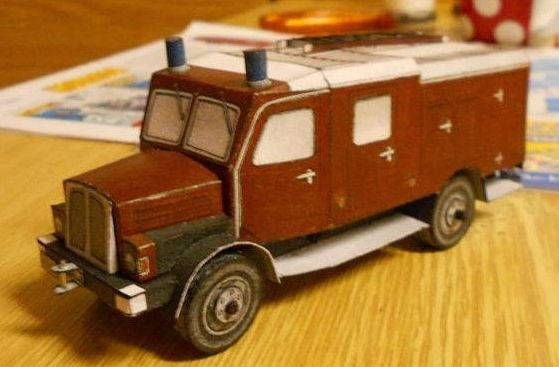 IFA S4000-1 Fire Engine, based on the medium-heavy truck IFA S4000-1, the papercraft is created by ABC, and the scale is in 1:50