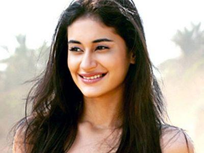 Meet Alisha, the debutant of Deepak Tijori's Dare You!