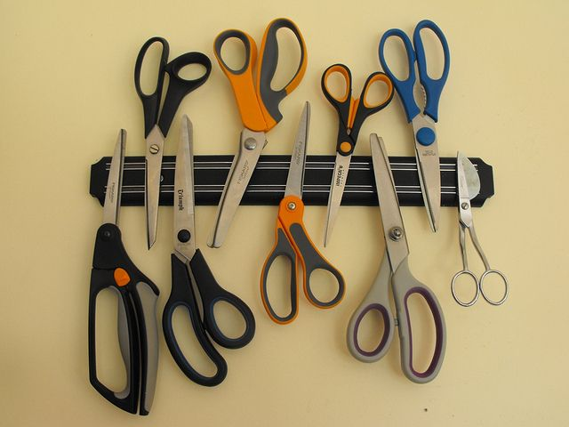 Clever & safe way to store your scissors!