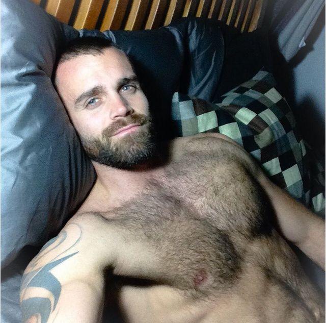 Секс со зрелым бородатым мужиком видео согласен