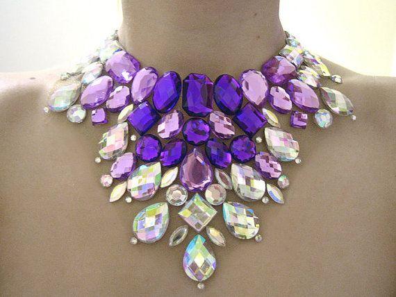 Jeweled lila Lätzchen Straßkette, Mega-Anweisung Halskette, Anweisung Collier, lila und Crystal AB, Burlesque Halskette
