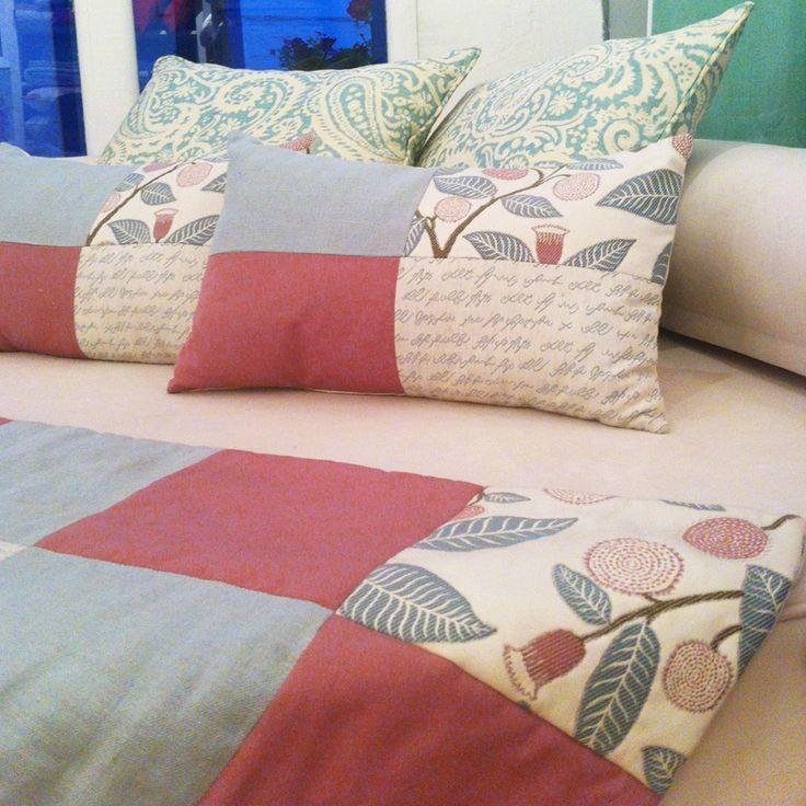 21_Conjunto de Pie de cama y cojines