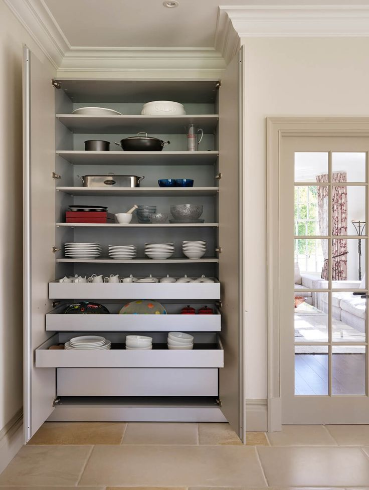 A special, extra-wide bulthaup larder unit was designed for this client, creating space for all of their crockery. The unit features pull-out drawers to allow easy access to objects stored at the back of the unit.