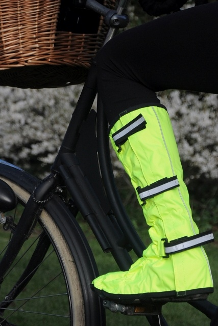 hi-vis boot covers for bicycling... fab