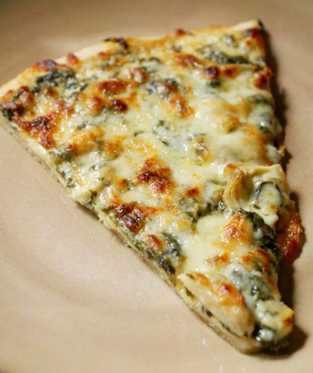 Spinach Artichoke Alfredo Pizza | thetwobiteclub.com