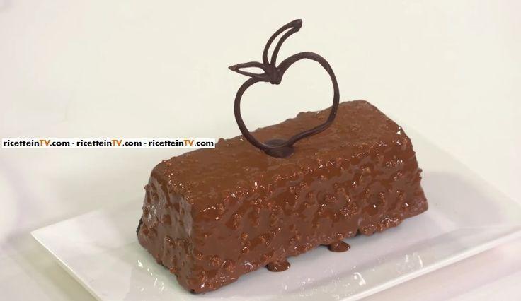"""Il cake cioccolato rum e mele del pasticciere Gianluca Aresu, proposta all'interno del programma di Alice Tv dedicato alla buona cucina, """"Alice Club""""."""