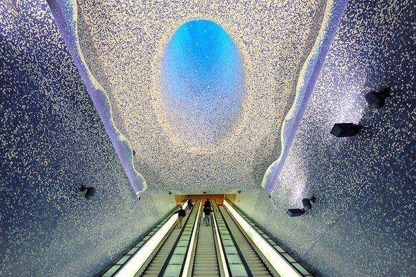 Станция метро Толедо. Неаполь, Италия