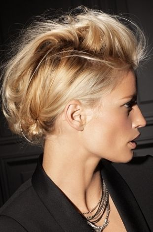 Some tips for nice party looks! http://www.hair.becomegorgeous.com/newest_trends/easy_party_hairstyle_ideas-6083.html?utm_source=becomegorgeous&utm_medium=links&utm_campaign=Partners