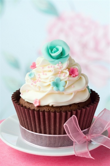 OO look at that turquoise flower :D , I would eat this anyway , oooooooooooooooo NUM