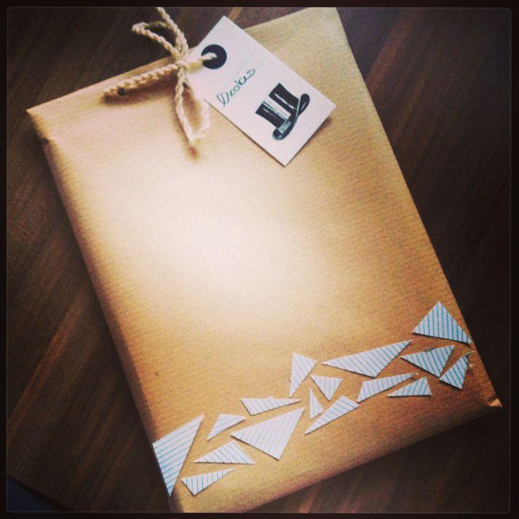 jolie pochette cadeau papier kraft mes petites d cos cr ations. Black Bedroom Furniture Sets. Home Design Ideas