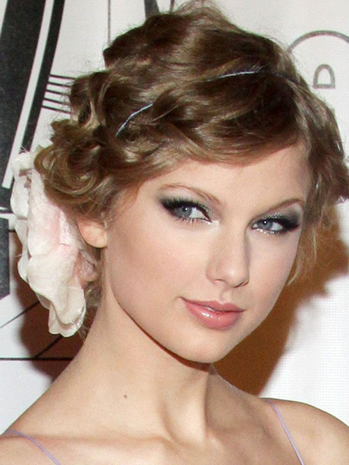Taylor Swift Updo Hairstyles