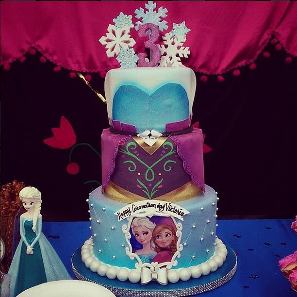 Frozen cake - Anna & Elsa by Mary's Cake Shop