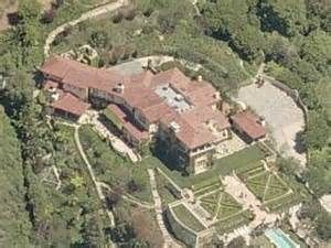 This is single Leonardo DiCaprio's house. He has been marching for climate control. Does a single man need a house this big? What kind of footprint is this leaving? What about Al Gore's house and cars? They are such a-holes.