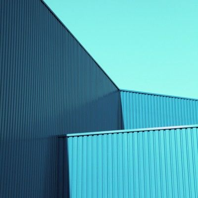 Contrasting shades of blue (by Studie Drei)