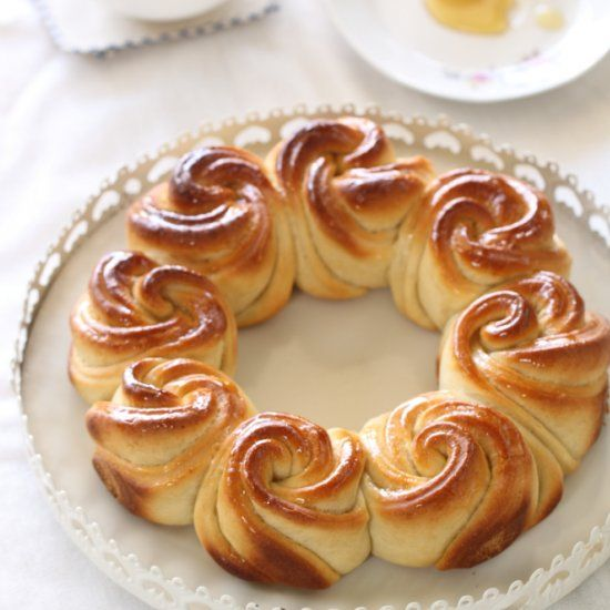 1765 best breads buns brioche images on pinterest cooking food beautiful honey round challah for jewish new year in hebrew but the instructions are forumfinder Gallery