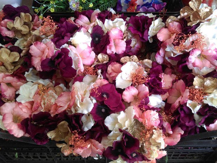 #feria #flamenca #complementos #flores #ramilletes #coronasdelflores #pendientesdeflamenca #flor #flamencas #feriadeabril #feria #elrocio #canotier #wedding #tocadodeboda #tocados #coronas #tiaras #simof2017 #sombreros #simof  #pendientes #zapatos #sinfiltro #conchialcaraz #modaflamenca