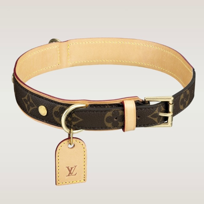 The Baxter dog collar is specially designed for large dogs. In Monogram canvas, it has a leather backing and ID tag and can be accompanied by the Baxter dog lead.  Detailed Features  to 21.65 inches