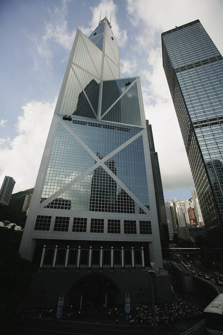 Bank of China (BOC) Tower houses the headquarters of the BOC. The building is located at No.1, Garden Road, a flourishing centre of activity in Hong Kong's business and financial core.