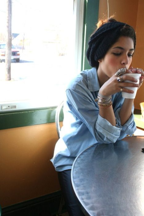 Turban; over accessorizing; baggy simple top: coffee. muy bueno.