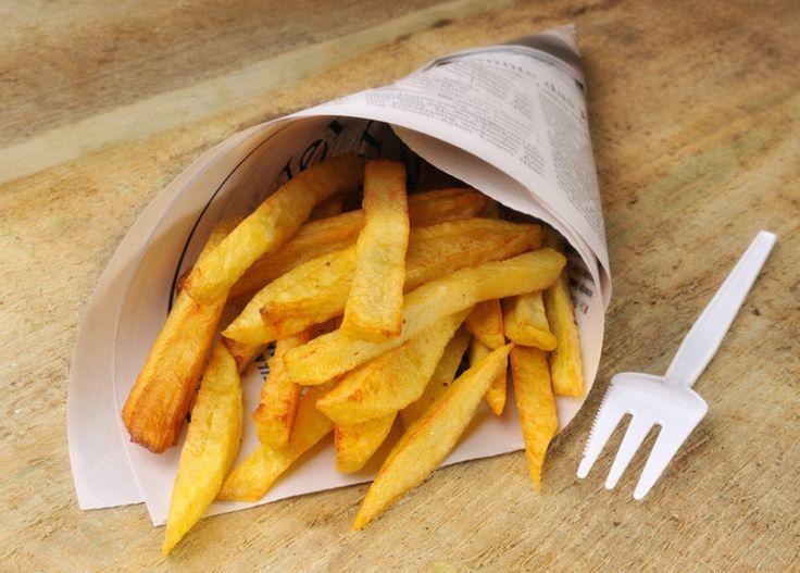 Le patate fritte sono semplicissime da preparare, ma con un paio di trucchetti dello chef Luca Montersino il risultato sarà sorprendente. Ecco come fare...