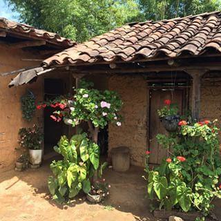 117 best casas de bahareque images on pinterest wattle for Casa con piscina quebrada alvarado