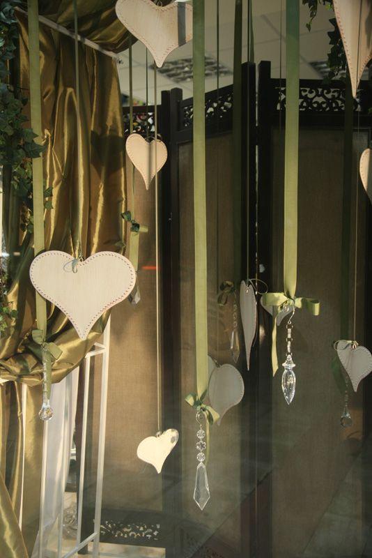 Κρεμαστές Ξύλινες Καρδούλες και κρυσταλλάκια για μια ρομαντική πινελιά στη διακόσμηση!