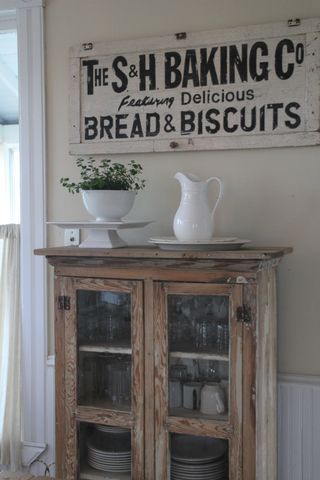 I want to do a vintage-type sign like this with Happy Jack BBQ for my kitchen :)