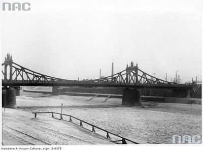 Most Powstańców Śląskich, w tle kominy fabryk na Zabłociu. 1940