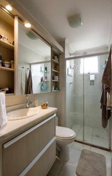 Banheiro simples, branco com bege