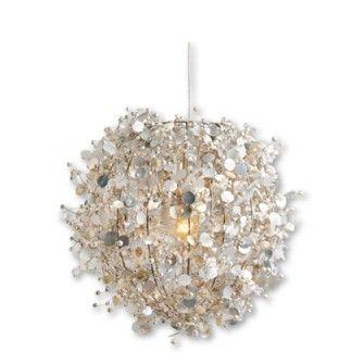 Deze voor bij Sophie op de kamer! Meisje meisje, maar toch niet roze en bloemtjes. Colorique pearl lamp ivoor - KidsFavorites.nl
