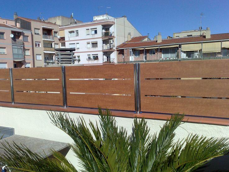 #Valla de #ocultación #residencial con plafón de #compacto #fenólico troquelado en #lamas.- http://www.vinuesavallasycercados.com