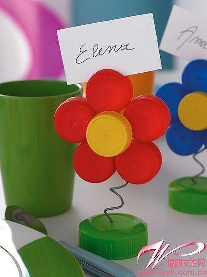 Manualmente utilizando tampas várias será capaz de feitos uma simples flor para colocar ...