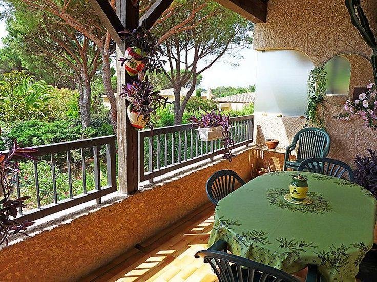 Abritel location appartement à St Raphael. Grand Appartement 4p cimatisé avec grande terrasse, situé à Valescure, le quartier résidentiel de Saint Raphael