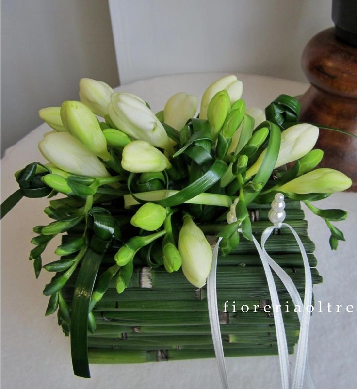 Fioreria Oltre/ Wedding ceremony/ Floral ring bearer pillow/ White freesias, snakegrass