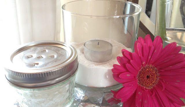 Heerlijke geur overal in huis. Zelfs als je je huis dagelijks poetst, is het mogelijk dat er ergens een onaangenaam geurtje hangt. Voor wie dit probleem heeft – of voor wie gewoon steeds een lekker, fris ruikend huis wil – hebben we een goedkope tip om zelf een luchtverfrisser te maken. Bovendien is deze zelfgemaakte