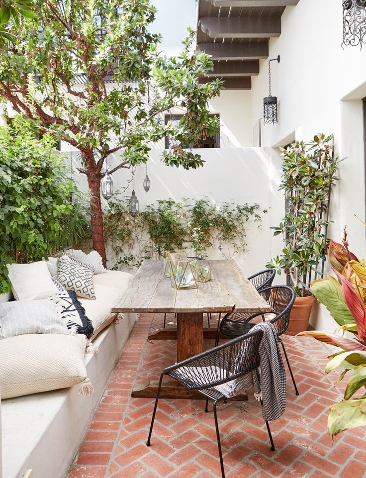 A Designer Shares Her Secret For Making an Outside House Fashionable and Cozy
