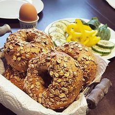 Vollkorn - Bagels, ein schmackhaftes Rezept aus der Kategorie Brot und Brötchen. Bewertungen: 16. Durchschnitt: Ø 4,3.