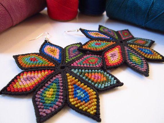 Big Multicolored Flowers Macrame Earrings by PapachoCreations
