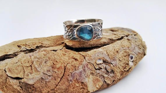 Labradorite Ring with Etched Leaf Band
