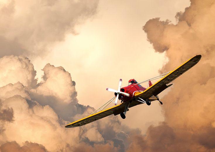 Самолет в облаках - почтовая открытка