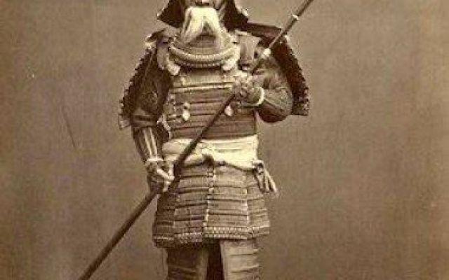 La tradizione  del Samurai e del Bushido La tradizione del Bushido... Un vero samurai doveva essere sempre pronto a morire per i propri ideali e in questo risiede il fine ultimo della Via del Guerriero. A raggiungere questa conclusione è Ya #bushido #samurai #onore