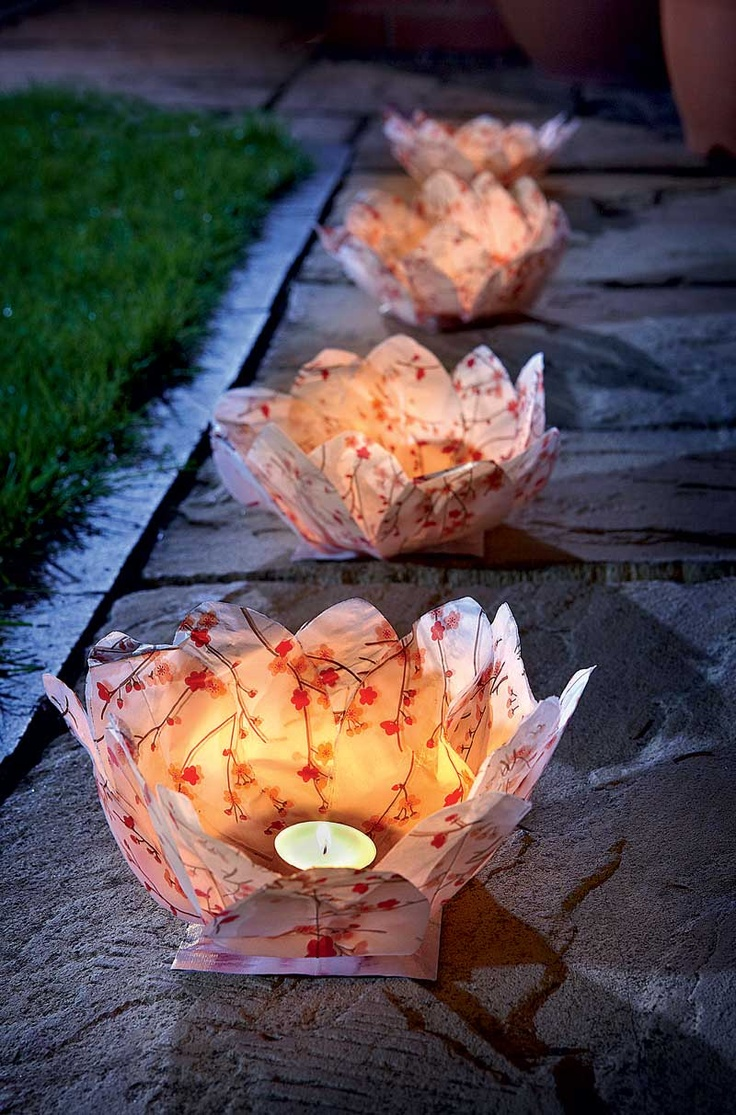 Edging a pathway, along a patio, around a pond...wherever you place these paper lanterns the effect will be stunning. Flower-like with delicate translucent petals, they're easy to enjoy with battery-powered LED tealights.