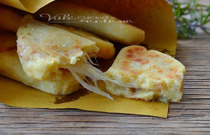 Panzerotti di patate veloci con prosciutto e mozzarella