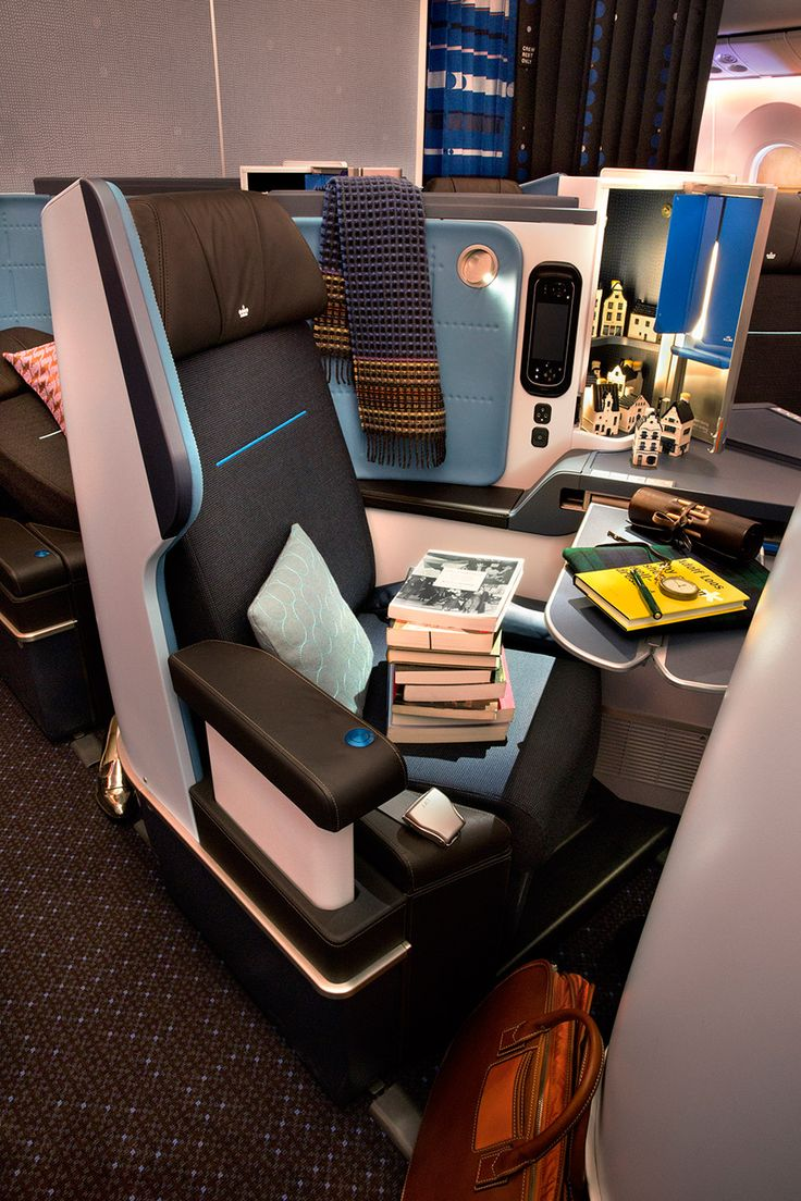 "Hella Jongerius designs ""homelike"" cabin interiors for KLM's Boeing 787 aircraft"
