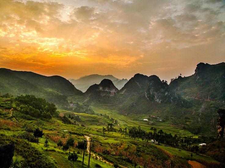 Partez pour un road trip en moto avec le photographe Réhahn, à la découverte des régions montagneuses du nord du Vietnam, et à la rencontre de leurs habitants : http://www.geo.fr/voyages/vos-voyages-de-reve/vietnam-voyage-a-motocyclette-sur-les-routes-du-nord-122791