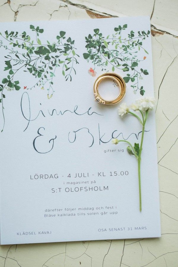 I really like the modern and elegant yet informal look of this Swedish wedding invitation.