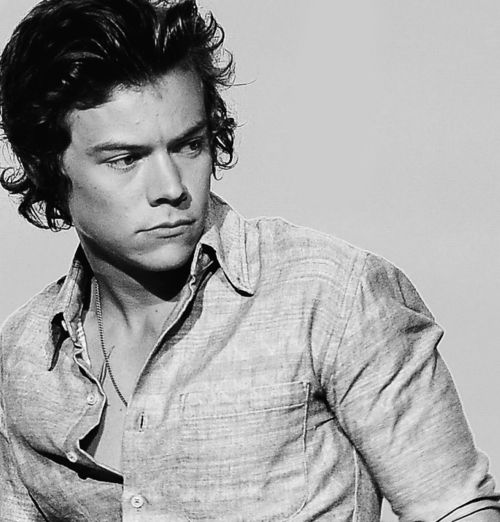 harry styles looking pissed off | gorgeous picture os Harry styles