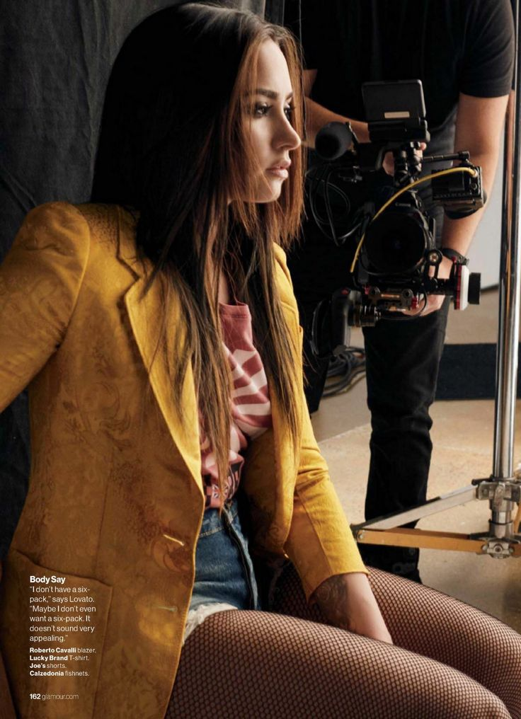 Demi Lovato – Glamour Magazine USA November 2016 Issue                                                                                                                                                                                 Más