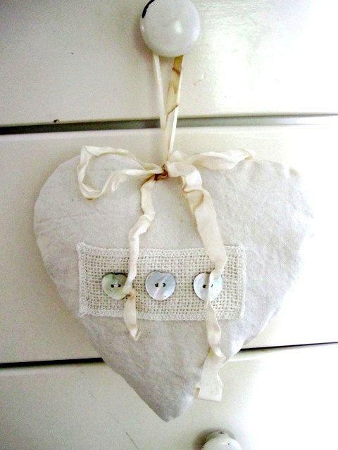 ♥ 3 button heart