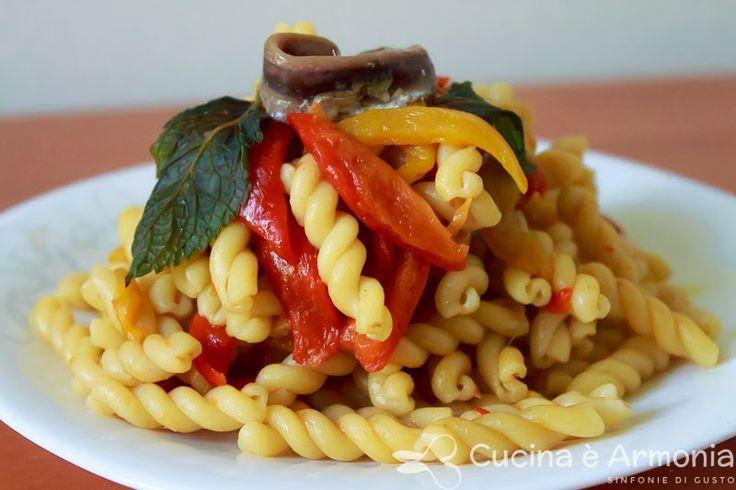 #Pasta con #peperoni #alici e #menta http://www.cucinaearmonia.com/2014/05/pasta-con-peperoni-alici-e-menta.html #food #foodblogger #cucinaearmonia
